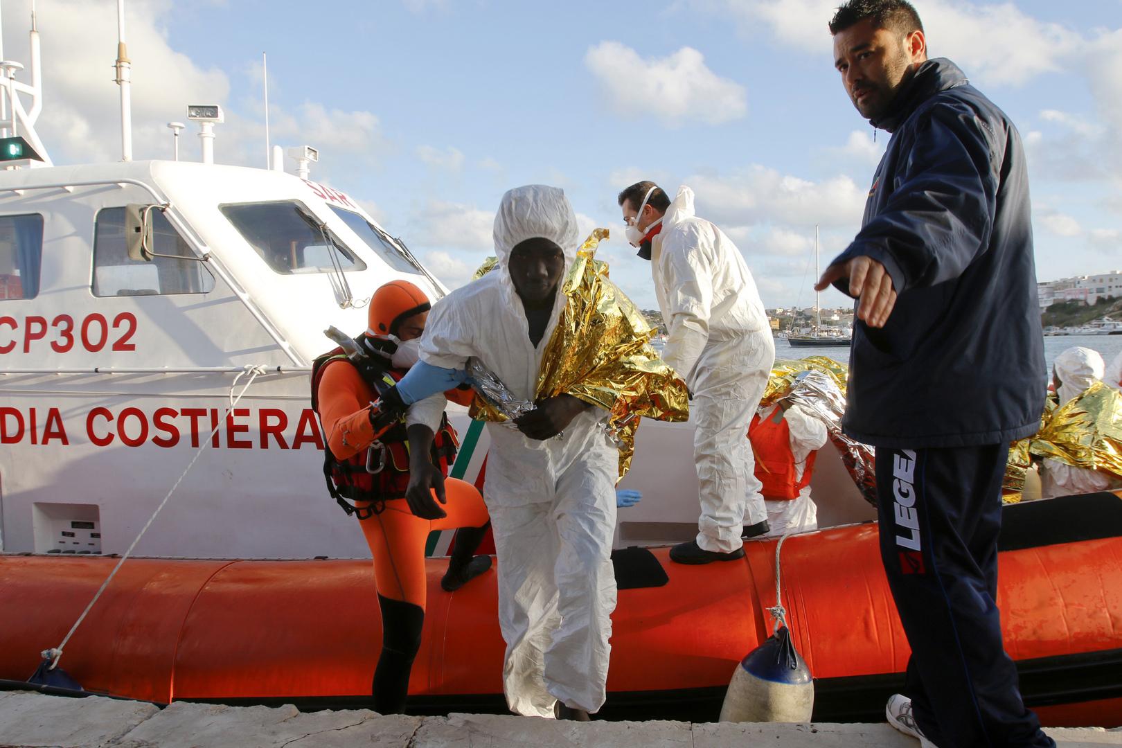 لاجئون يصلون إلى شاطئ إيطاليا، أرشيف