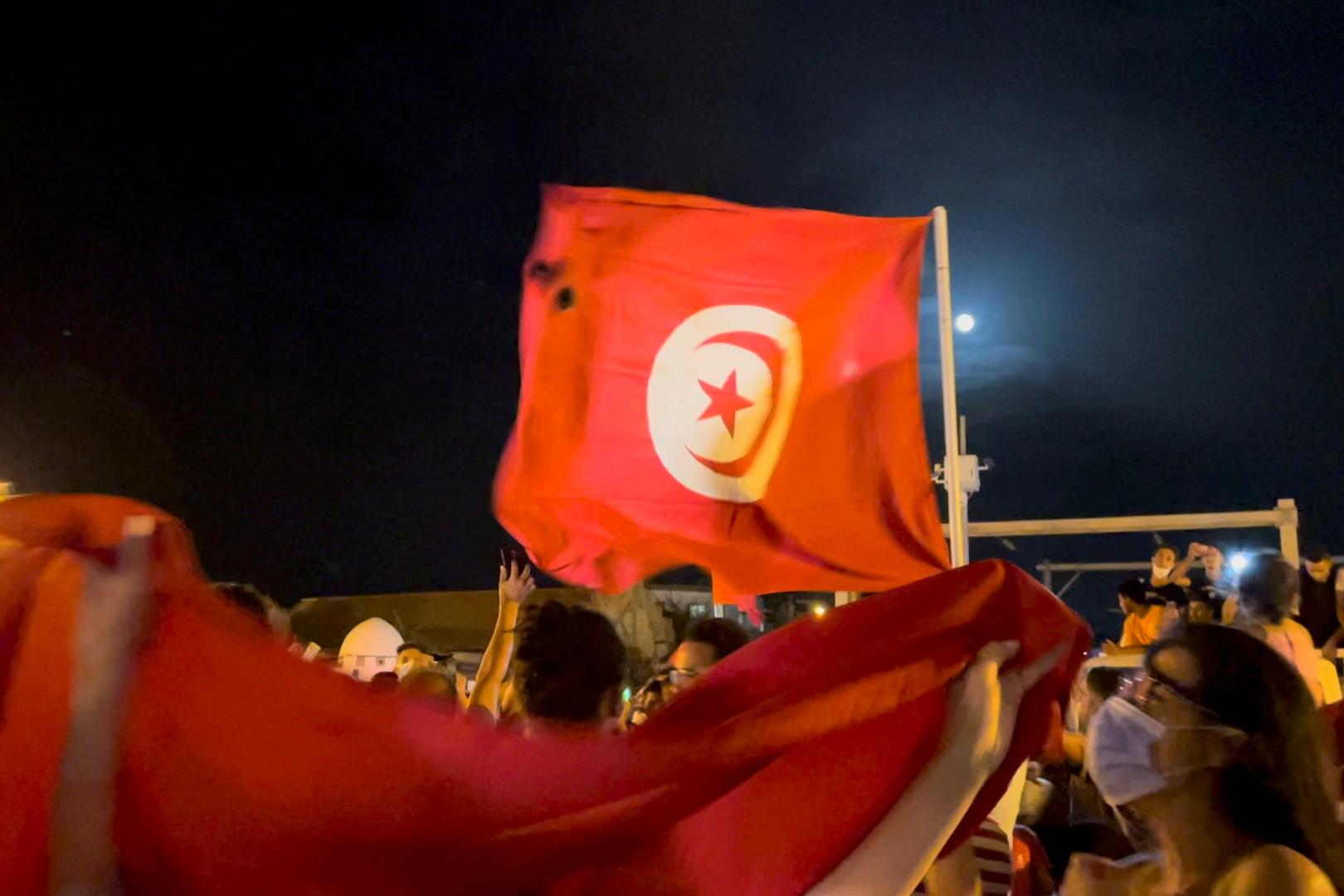 كيف توزعت مواقف الدول العربية من أحداث تونس؟