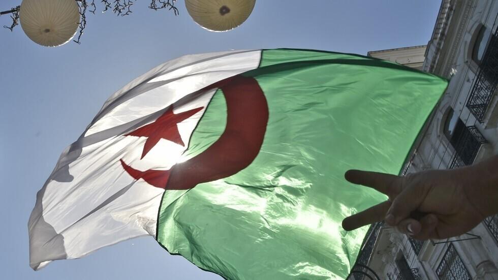 الجزائر تسحب اعتماد قناة