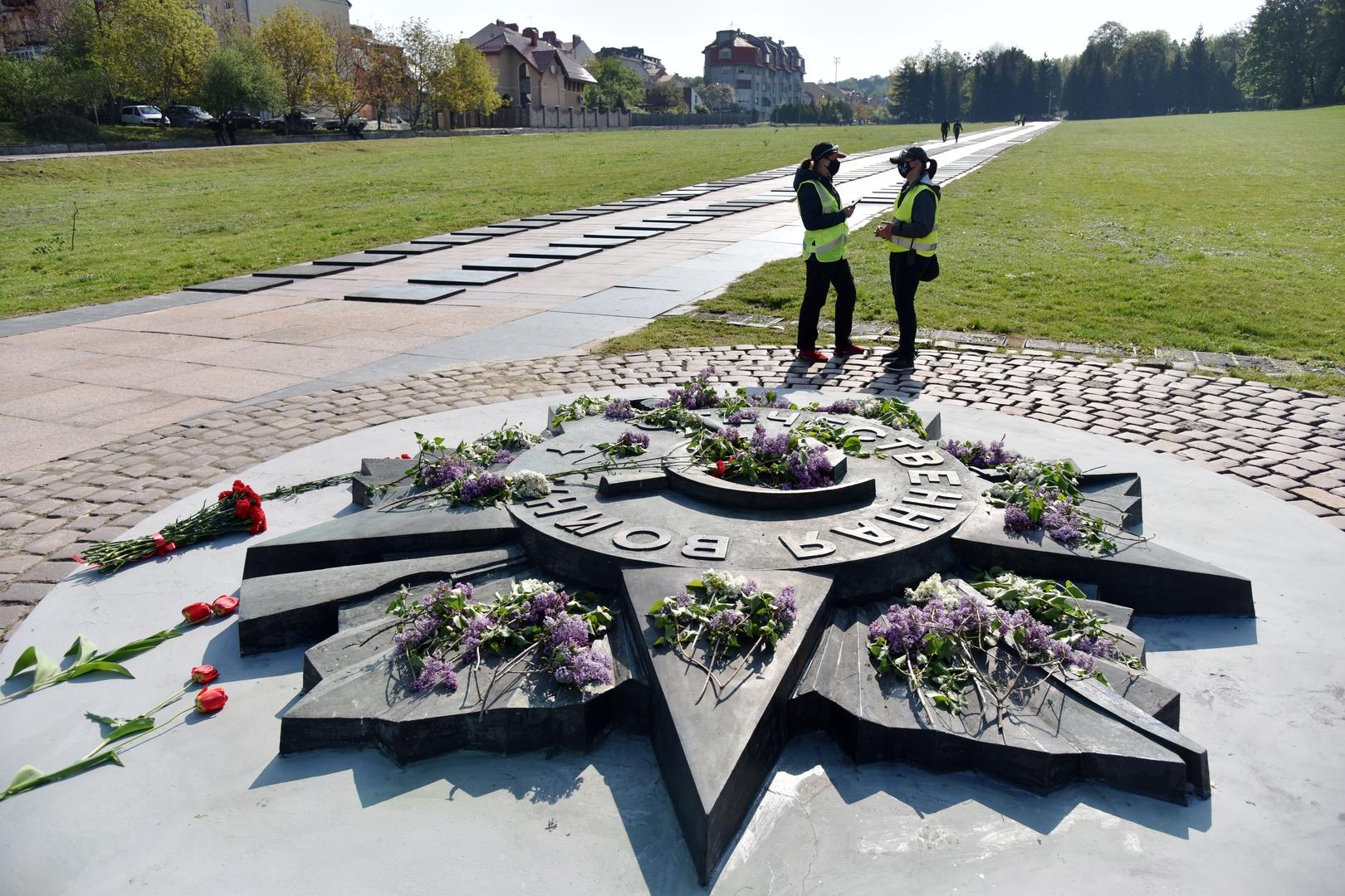 عنصر من المجمع التذكاري لجنود الجيش الأحمر في مدينة لفوف الأوكرانية