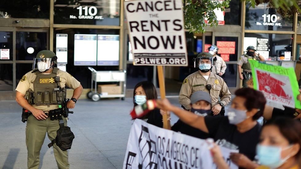 ملايين الأمريكيين مهددون بالطرد من منازلهم وسط تفشي المتحور