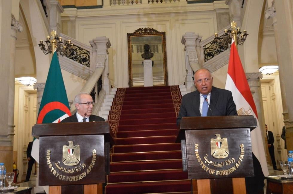 وزير الخارجية المصري سامح شكري ووزير الخارجية الجزائري رمطان لعمامرة