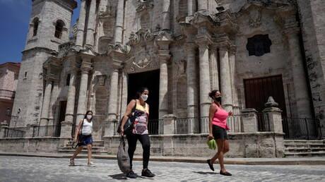 """منظمة الصحة للبلدان الأمريكية: """"ارتفاع دراماتيكي"""" بإصابات كورونا في كوبا"""