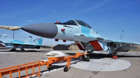 """طيار أجنبي يقود مقاتلة """"ميغ - 35"""" في سماء معرض"""" ماكس -2021"""" الدولي للطيران"""