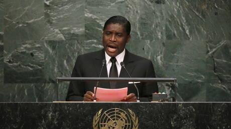 بريطانيا تفرض عقوبات على رئيس غينيا الاستوائية الذي اشترى قفازا لمايكل جاكسون