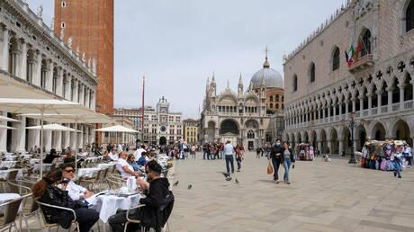 إيطاليا تسجل ارتفاعا في أعداد الإصابات الجديدة بكورونا