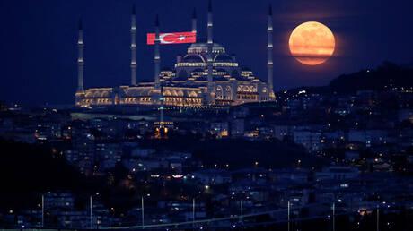 تركيا تسجل أكثر من 20 ألف إصابة جديدة بكورونا لأول مرة منذ أوائل مايو