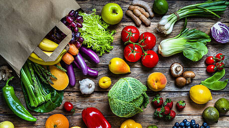 أطعمة ملونة إضافتها إلى طبقك قد تقلل من خطر تدهور معرفي لا علاج له