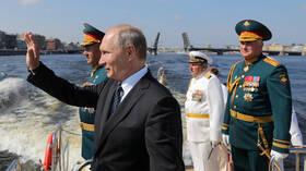 عرض عسكري للأسطول البحري الروسي بمناسبة ذكرى تأسيسه