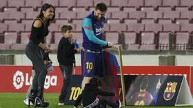 في ظل عدم ارتباطه بأي فريق.. ميسي يجري حصة تدريبية مع أطفاله (فيديو)