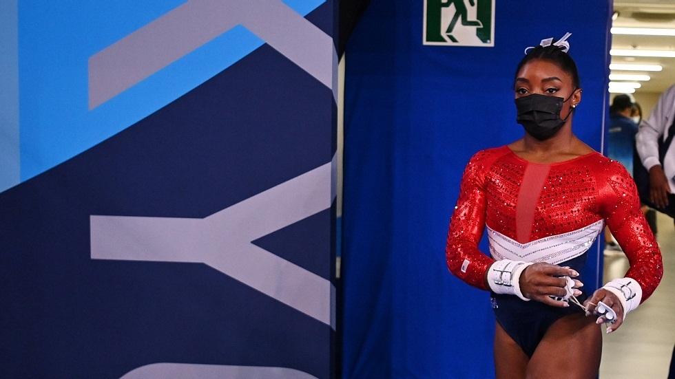 نجمة الجمباز الأمريكية بايلز تنسحب من نهائي مسابقة الحركات الأرضية في أولمبياد طوكيو