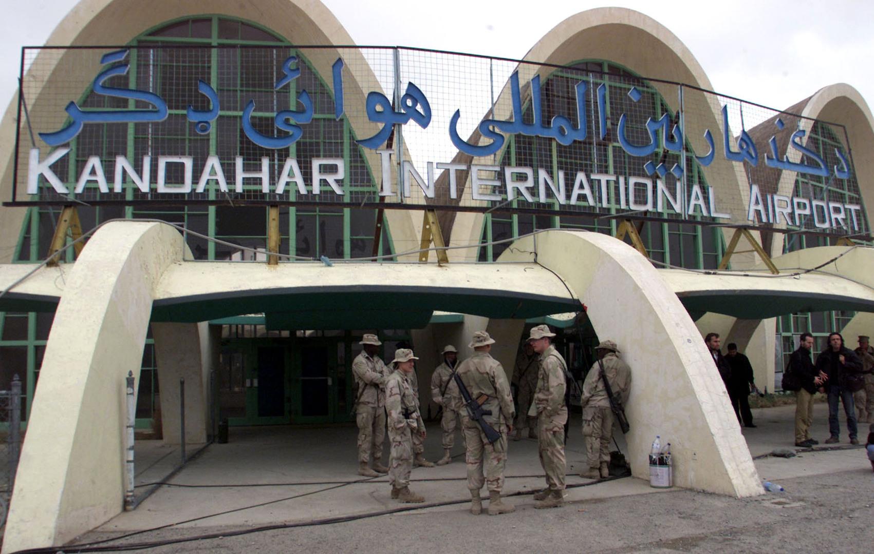 طالبان تقول إن مقاتليها شنوا هجوما بصواريخ على مطار قندهار جنوب أفغانستان