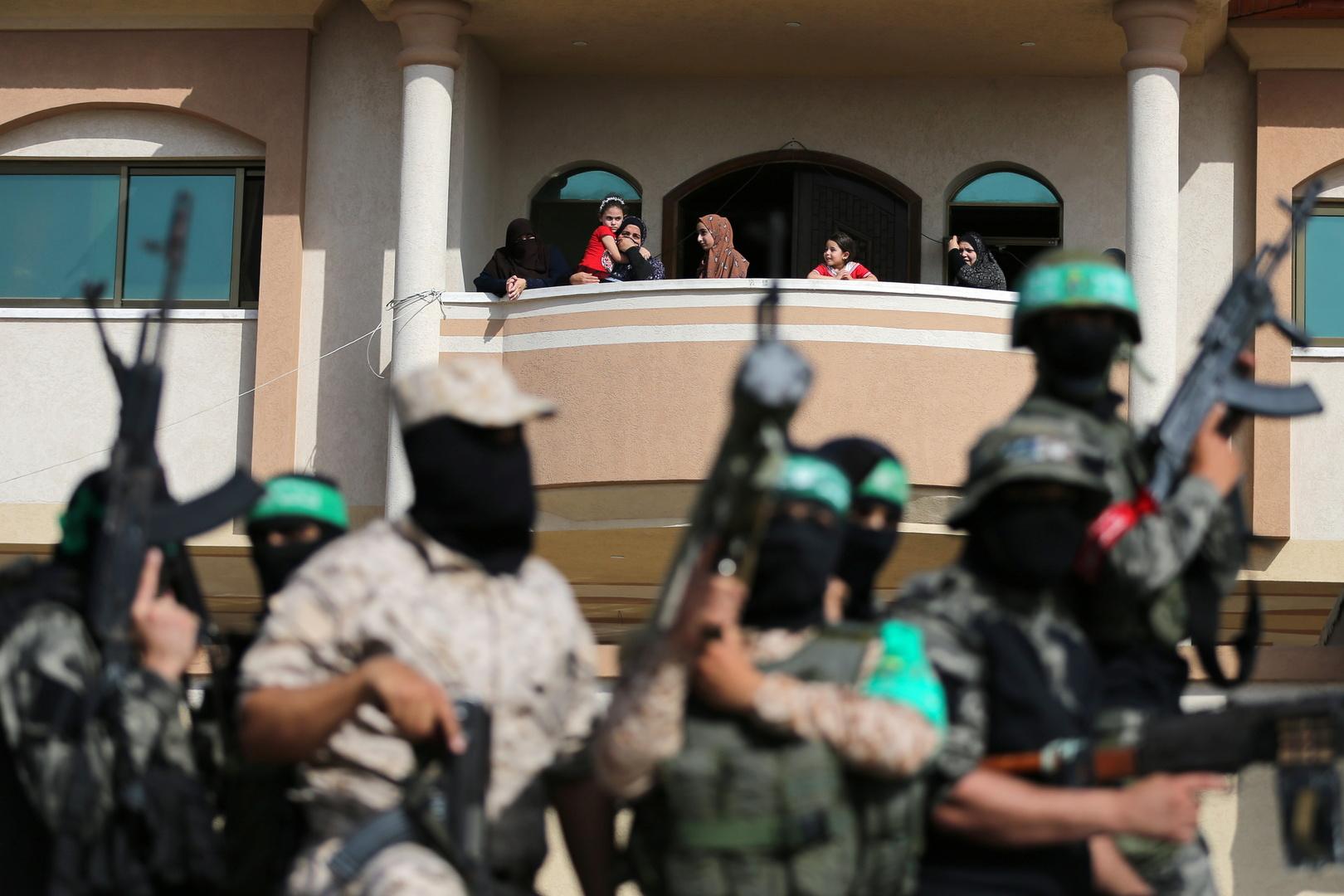 الإعلام الإسرائيلي: حماس تجند فلسطينيين بالضفة لاستهداف إسرائيليين
