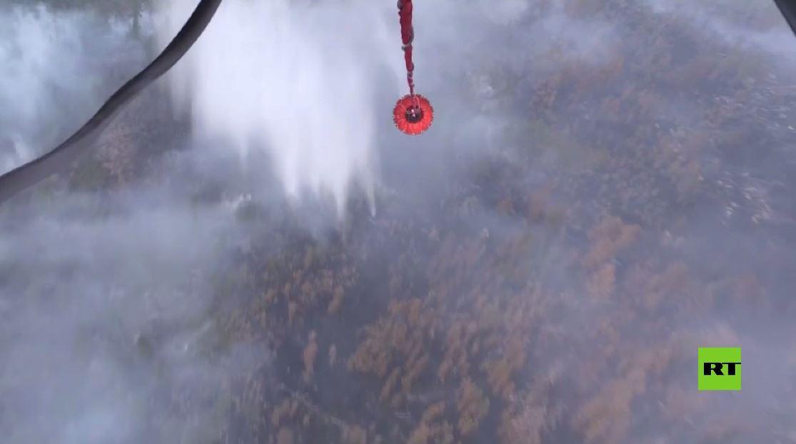 بالفيديو.. مروحيات وزارة الدفاع الروسية تكافح الحرائق في ياقوتيا