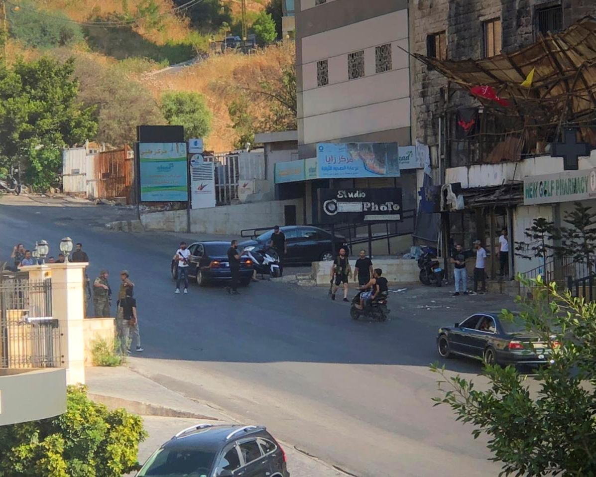 لبنان.. عون يطالب الجيش بإعادة الهدوء إلى منطقة خلدة