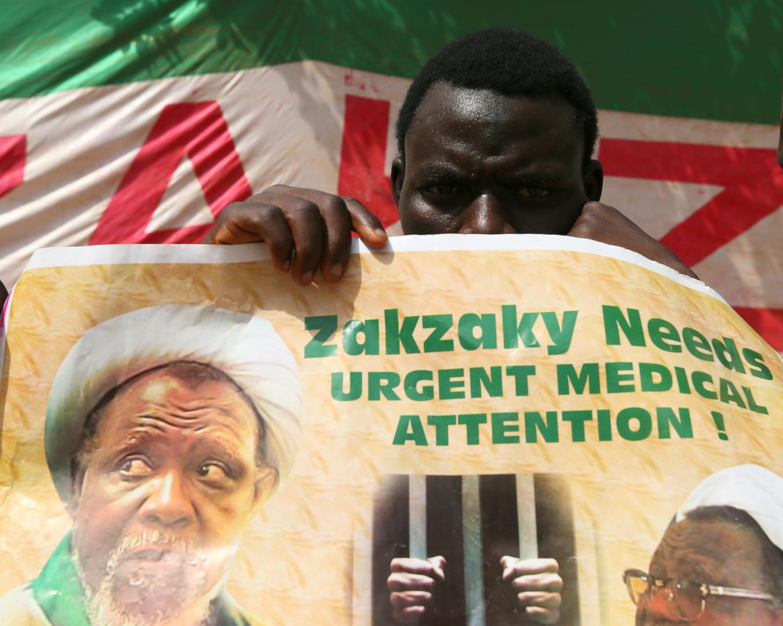لافتة تحمل صورة الشيخ ابراهيم زكزاكي في نيجيريا