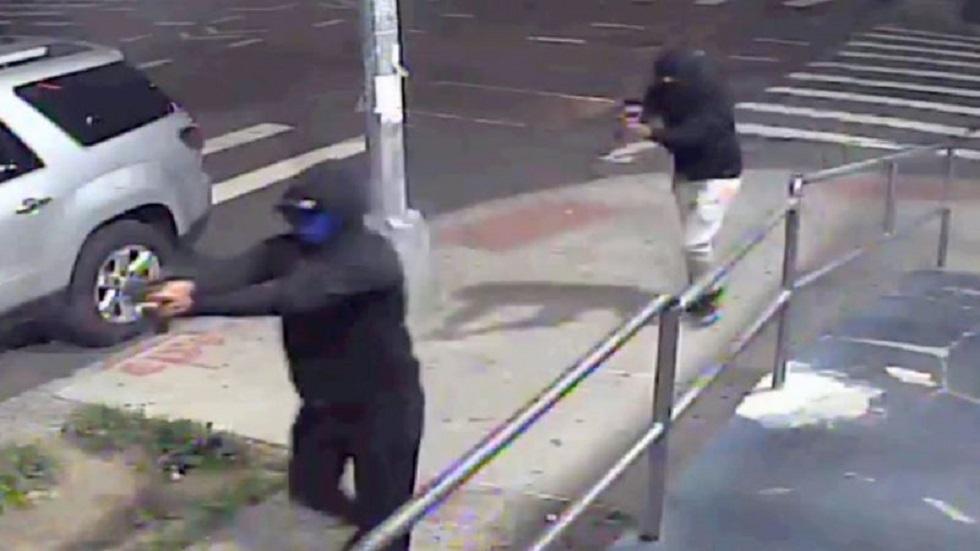 إصابة 10 أشخاص بإطلاق نار في نيويورك (فيديو)
