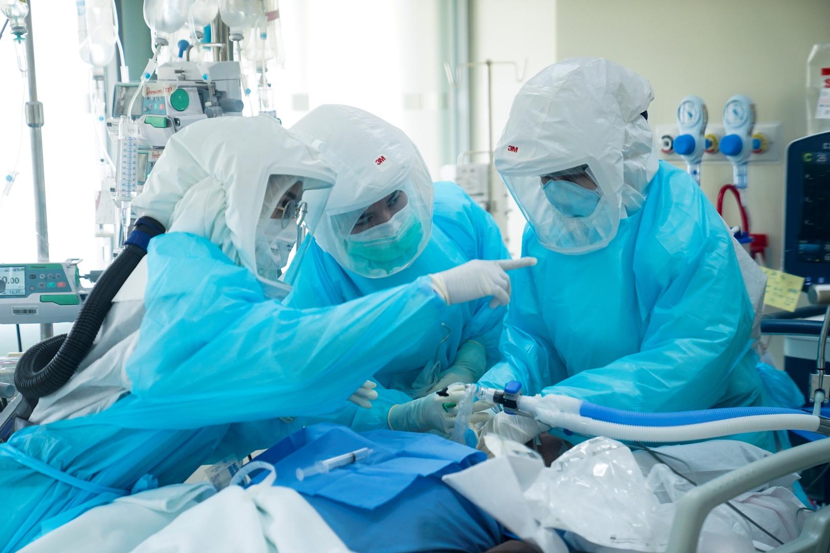 لسد العجز.. استشاريون طبيون من سوريا إلى ليبيا