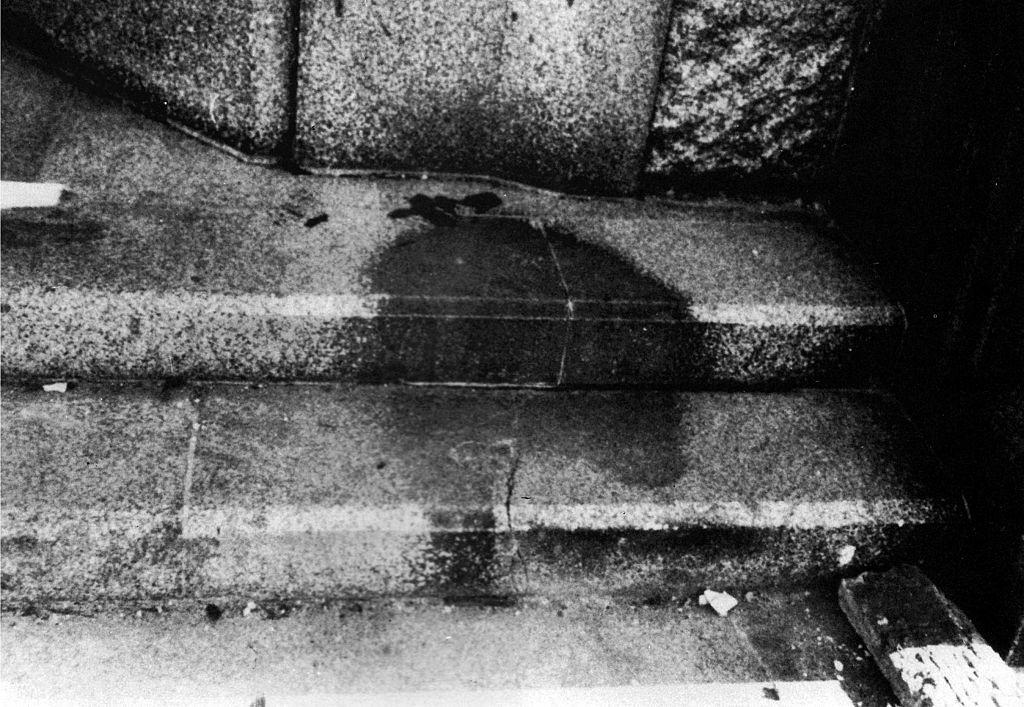 الظلال المطبوعة على الأرصفة في هيروشيما