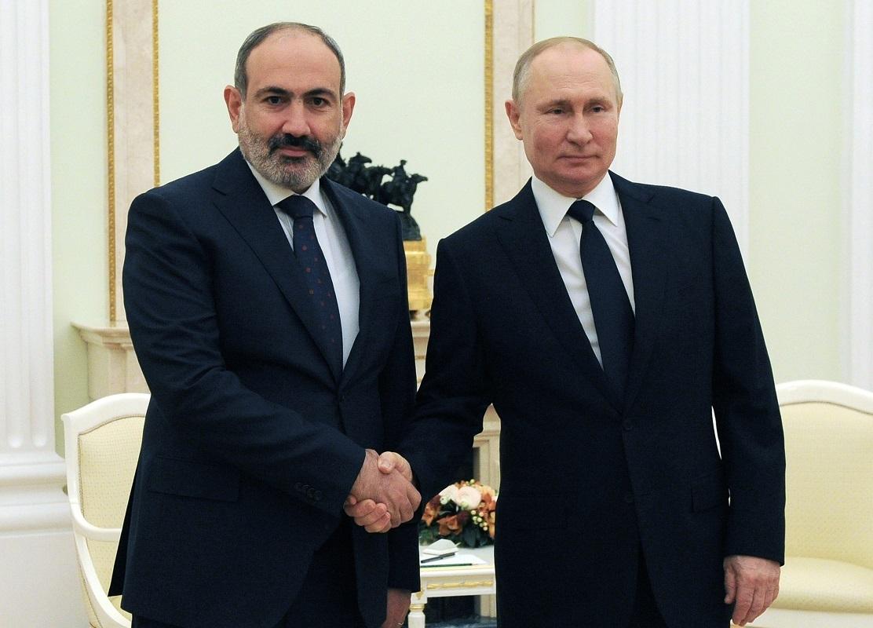 الرئيس الروسي فلاديمير بوتين ةرئيس الوزراء الأرمني نيكول باشينيان (أرشيف)