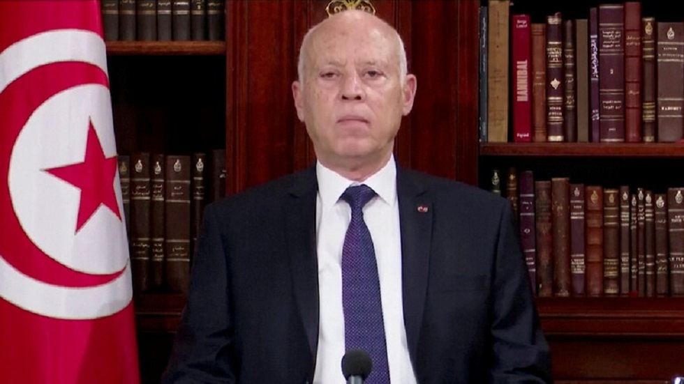 الرئيس التونسي يقيل وزيري المالية وتكنولوجيات الاتصال والفلاحة من منصبيهما