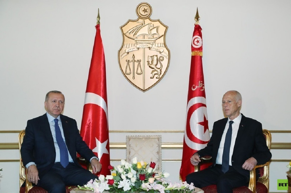 الرئاسة التركية: أردوغان أبلغ الرئيس التونسي بأهمية استمرار عمل البرلمان لتونس وللمنطقة