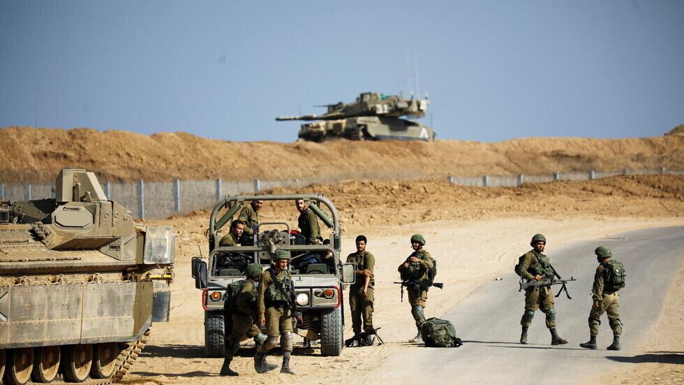 مغردون يردون على أدرعي بعد مطالبته الجمهور باختيار صورة العتاد العسكري لإسرائيل خلفية لهواتفهم (صور)