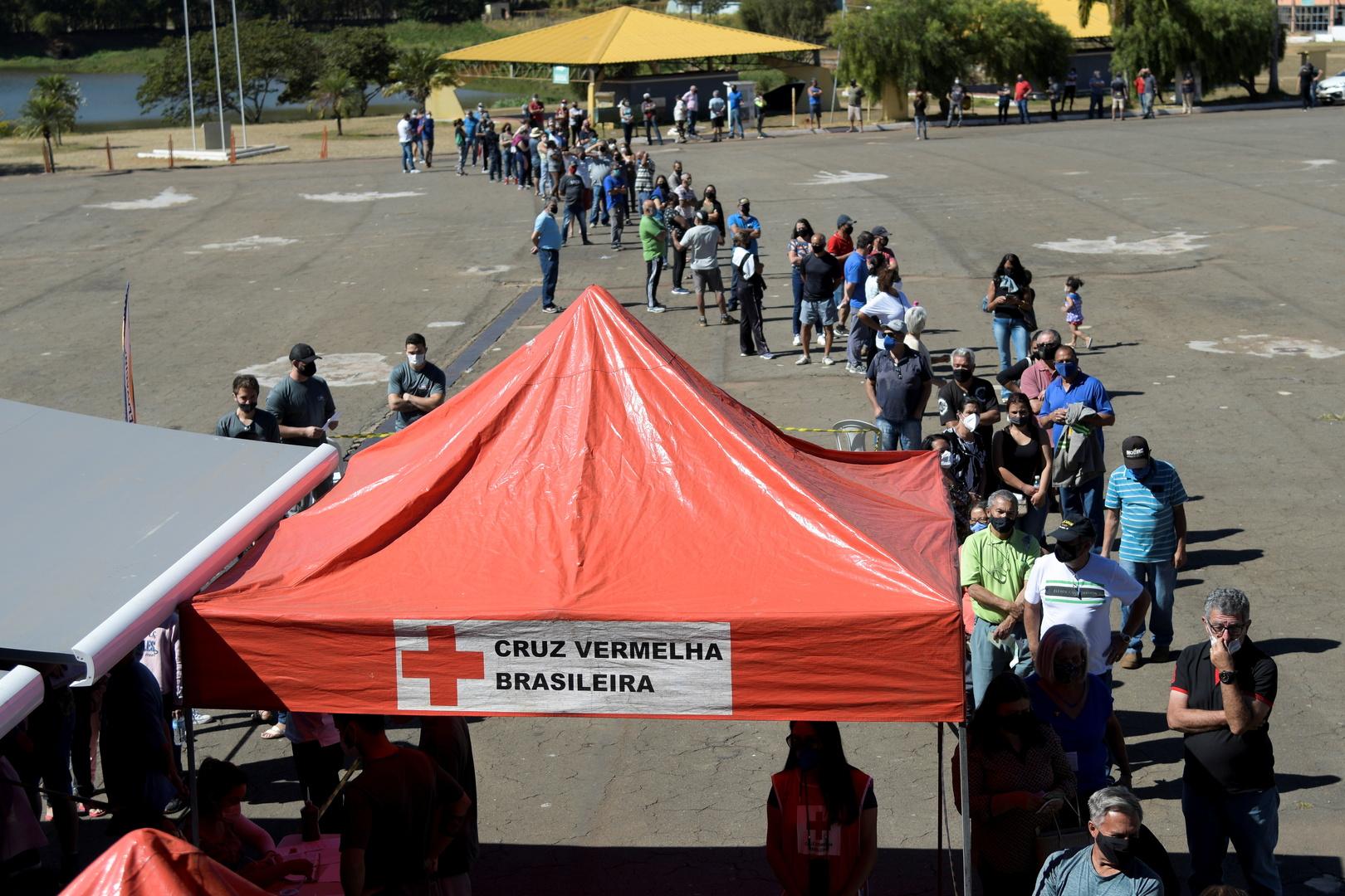 البرازيل.. 15 ألف إصابة و389 وفاة جديدة بفيروس كورونا