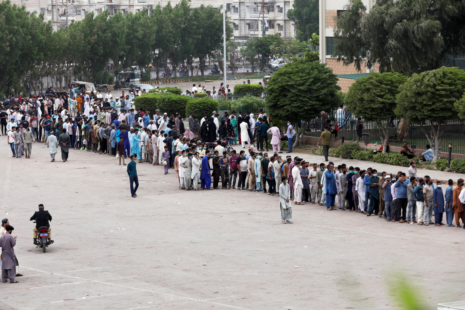 بعد تحذير.. باكستان تحقق هدفها  بتطعيم مليون شخص يوميا