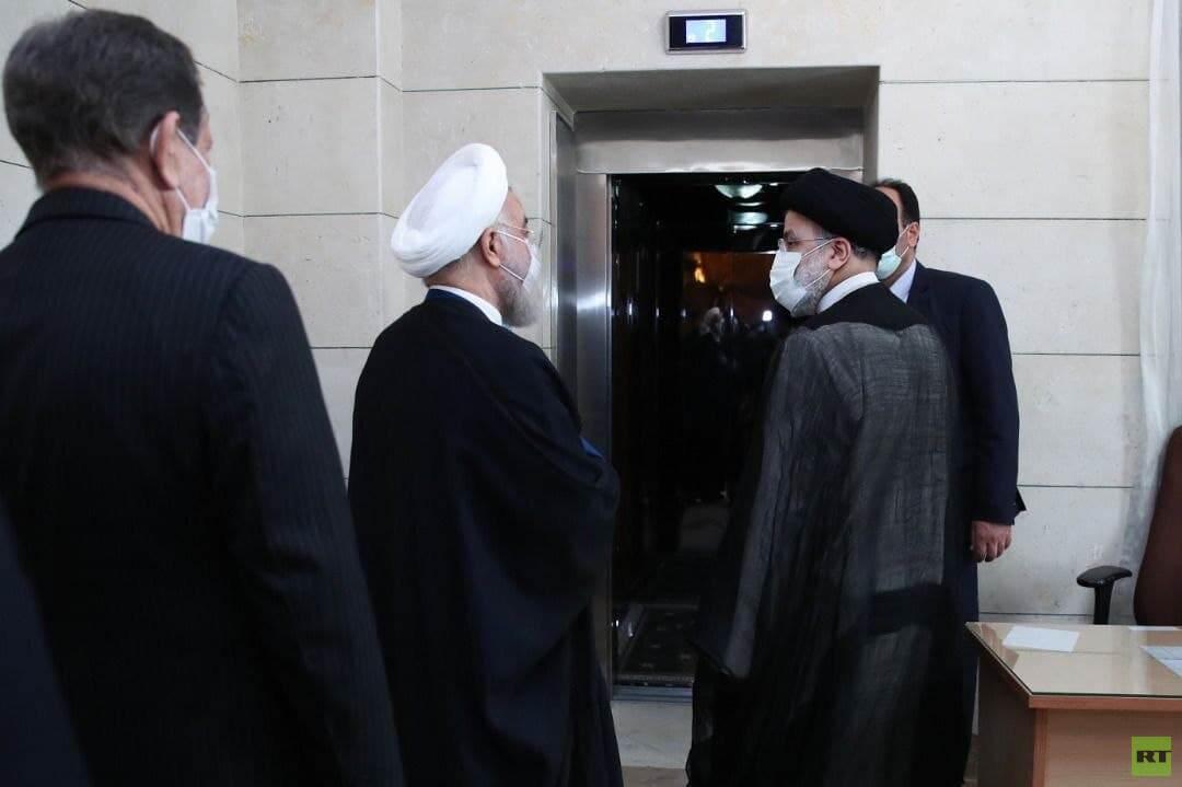 روحاني يسلم القصر للرئيس الإيراني الجديد إبراهيم رئيسي (صور)