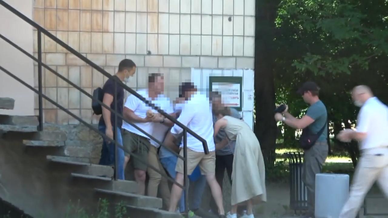الأمن الفيدرالي الروسي يتشر لقطات لتوقيف القنصل الإستوني في بطرسبورغ