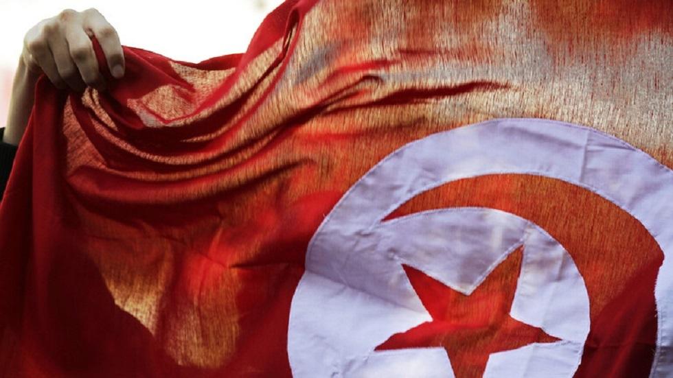 مسؤول تونسي سابق: قيس سعيد بالغ في إهانة وزير المالية وتشويهه