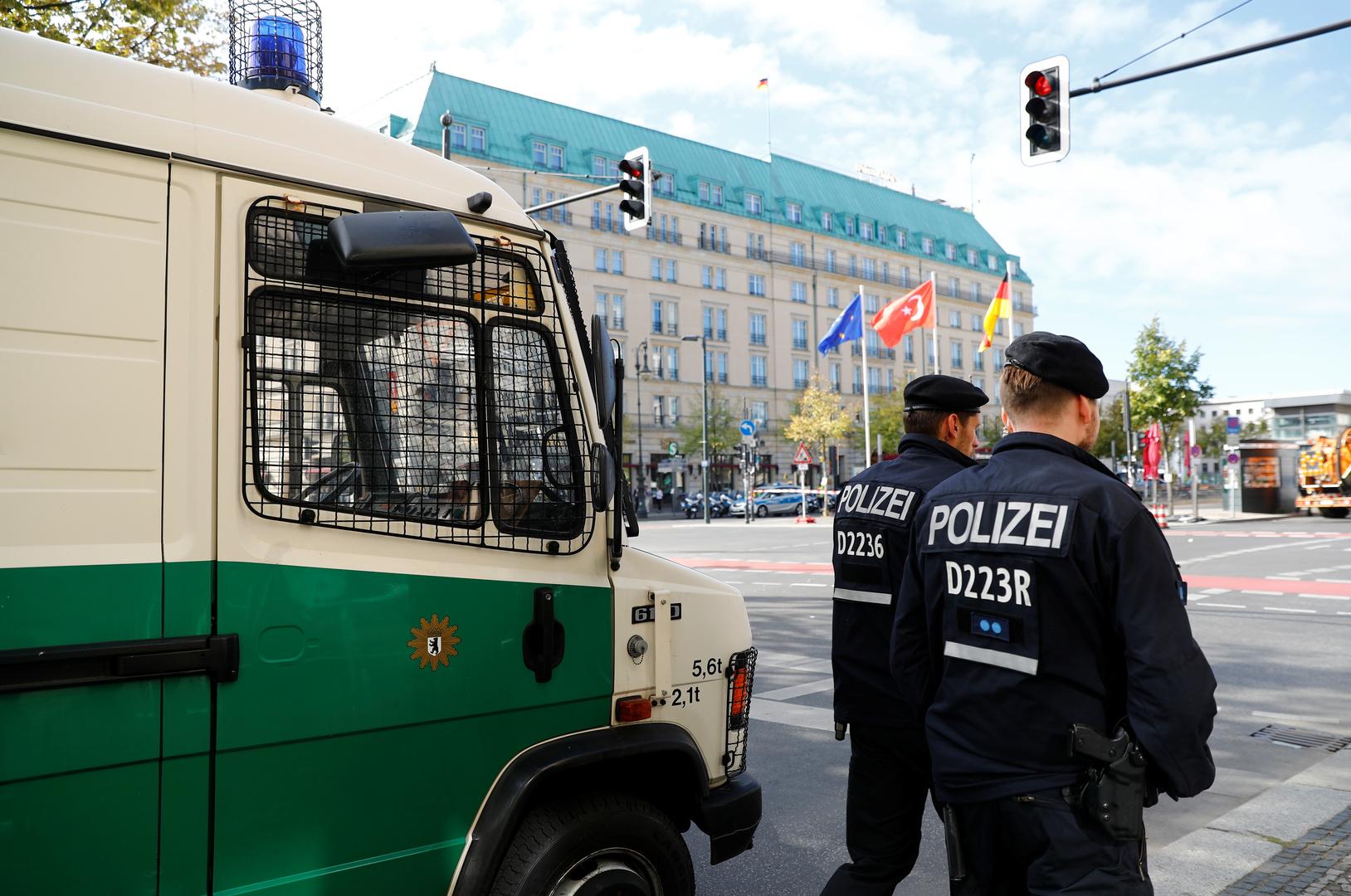 الشرطة الألمانية تعتقل شخصا بتهمة ارتكاب جريمة حرب ضد مدنيين في مخيم اليرموك بسوريا