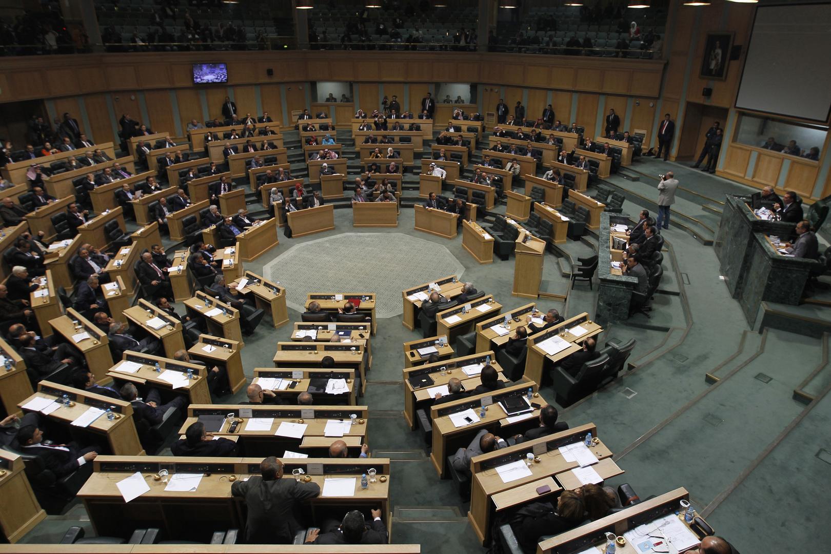 نائب أردني يمنع رئيس الوزراء من الجلوس في مقعده تحت قبة البرلمان
