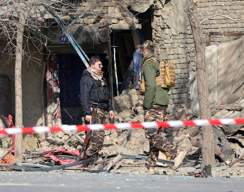 عناصر من الأمن الأفغاني بعد انفجار في كابل