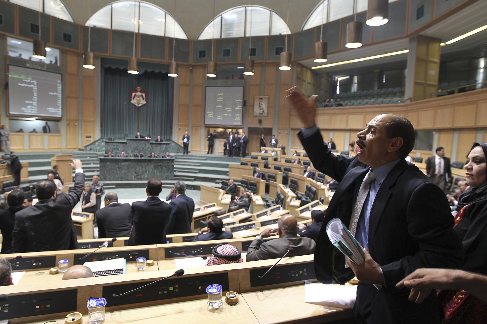 لقطات لجدل ومشادات داخل مجلس النواب الأردني
