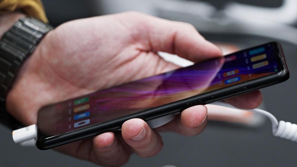 Xiaomi تطرح هاتفا بشاشة مرنة وكاميرا مخفية!