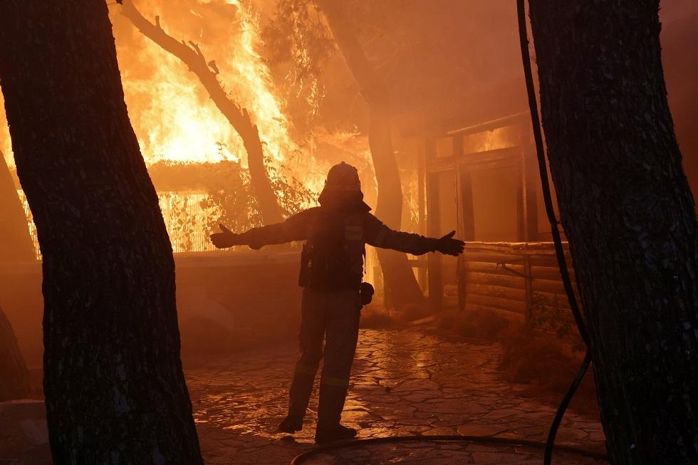 اليونان.. مخاوف من امتداد الحرائق