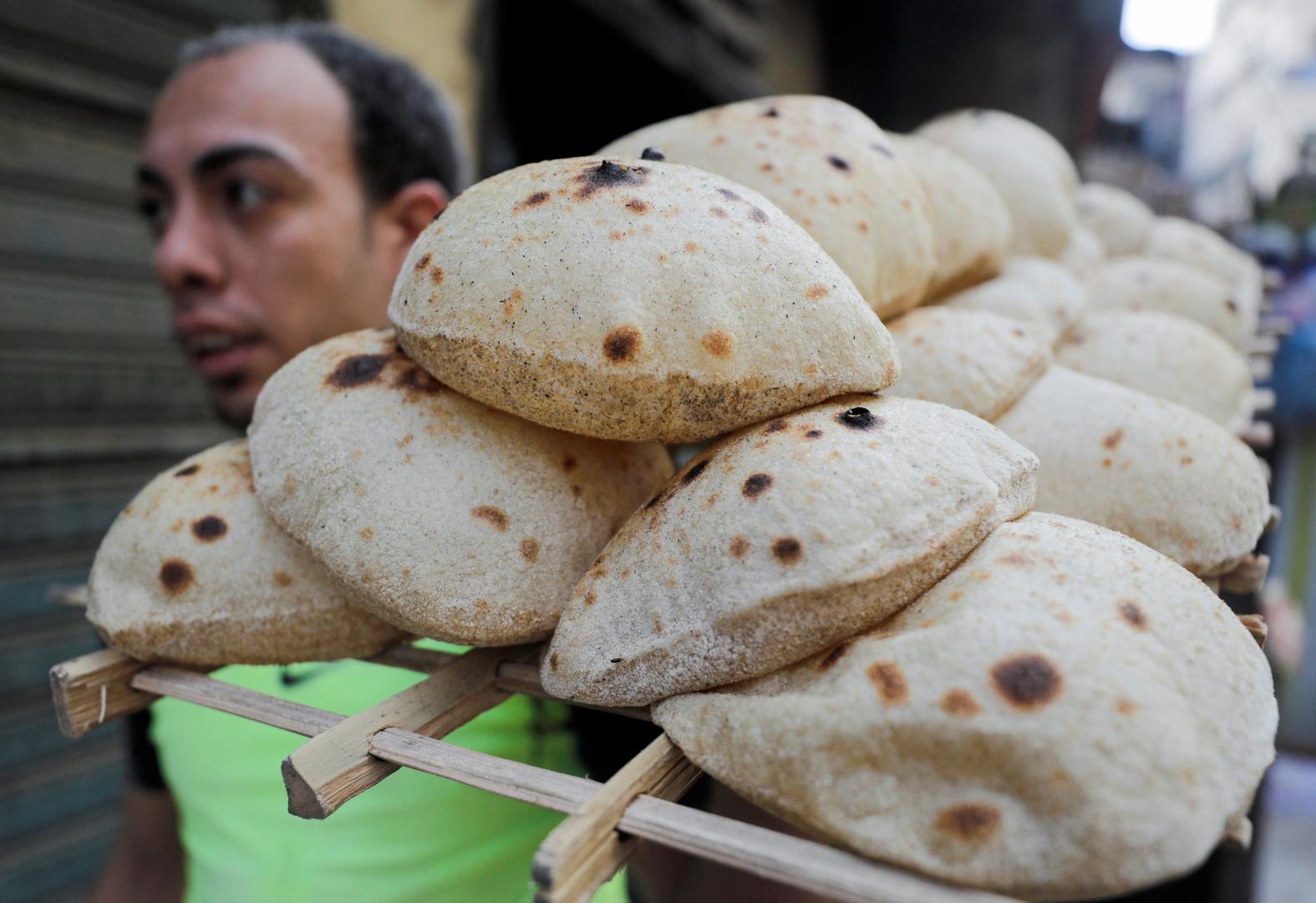 بالأرقام.. خبير يكشف سبب تصريحات السيسي حول رفع سعر الخبز في مصر