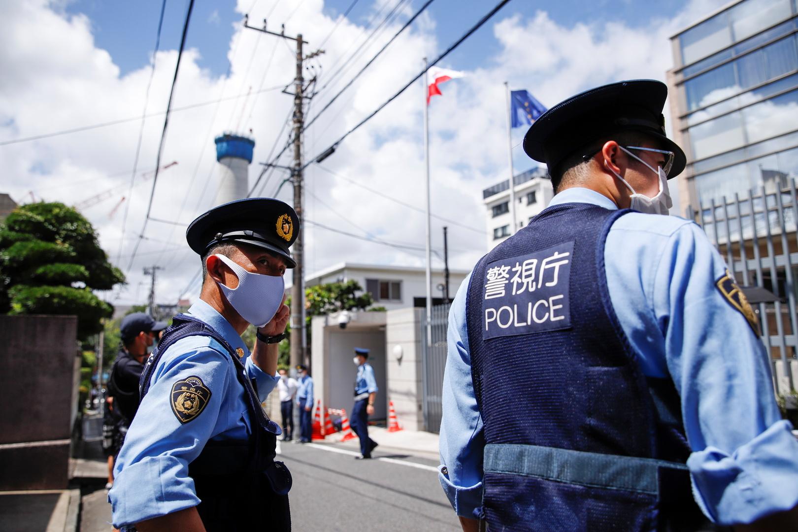 بالفيديو.. إصابات جراء هجوم بسكين داخل قطار في طوكيو وهروب المنفذ