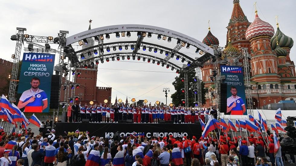 تكريم الرياضيين الروس المتوجين بالأولمبياد في الساحة الحمراء بموسكو بعد وصولهم من طوكيو