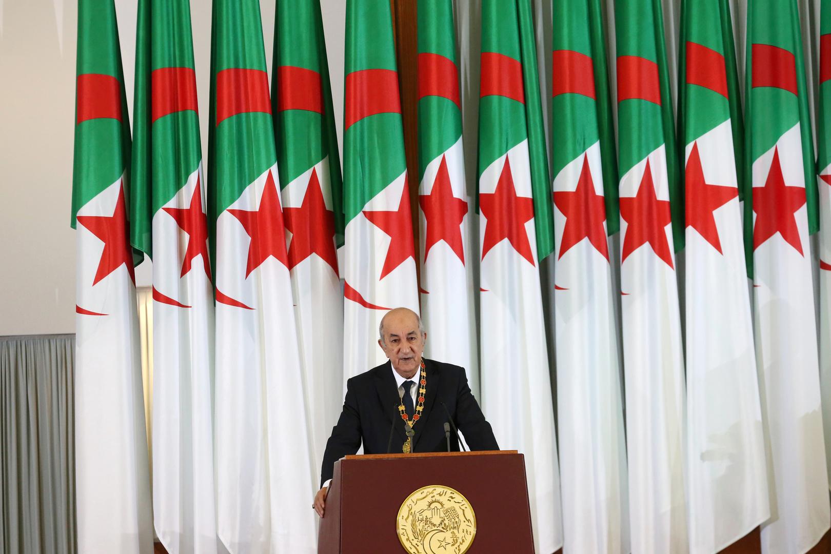 الرئيس الجزائري يحذر من محاولات استهداف بلاده