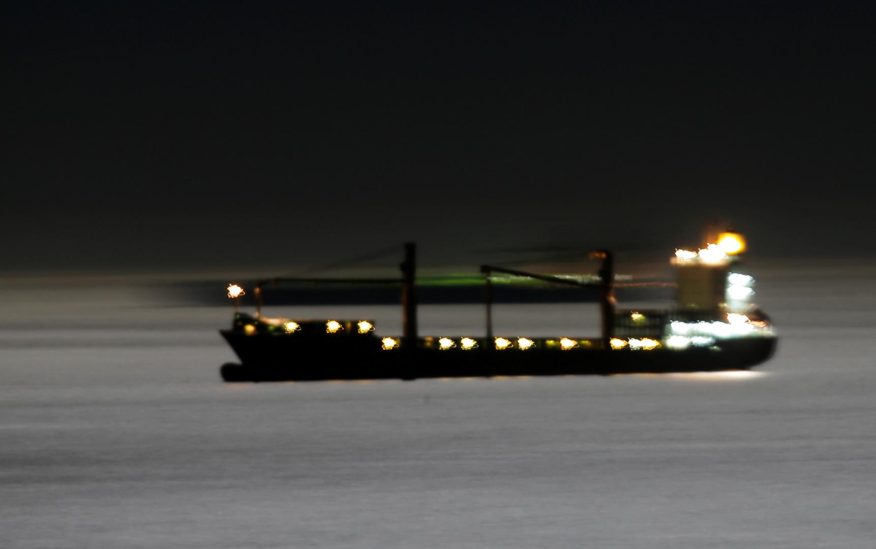 القائمة الكاملة بالناقلات والسفن الإيرانية التي هوجمت في البحرين الأحمر والمتوسط