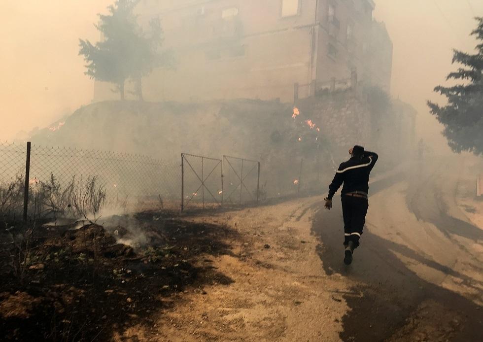 الرئيس الجزائري يعلن الحداد 3 أيام على أرواح ضحايا الحرائق من العسكريين والمدنيين