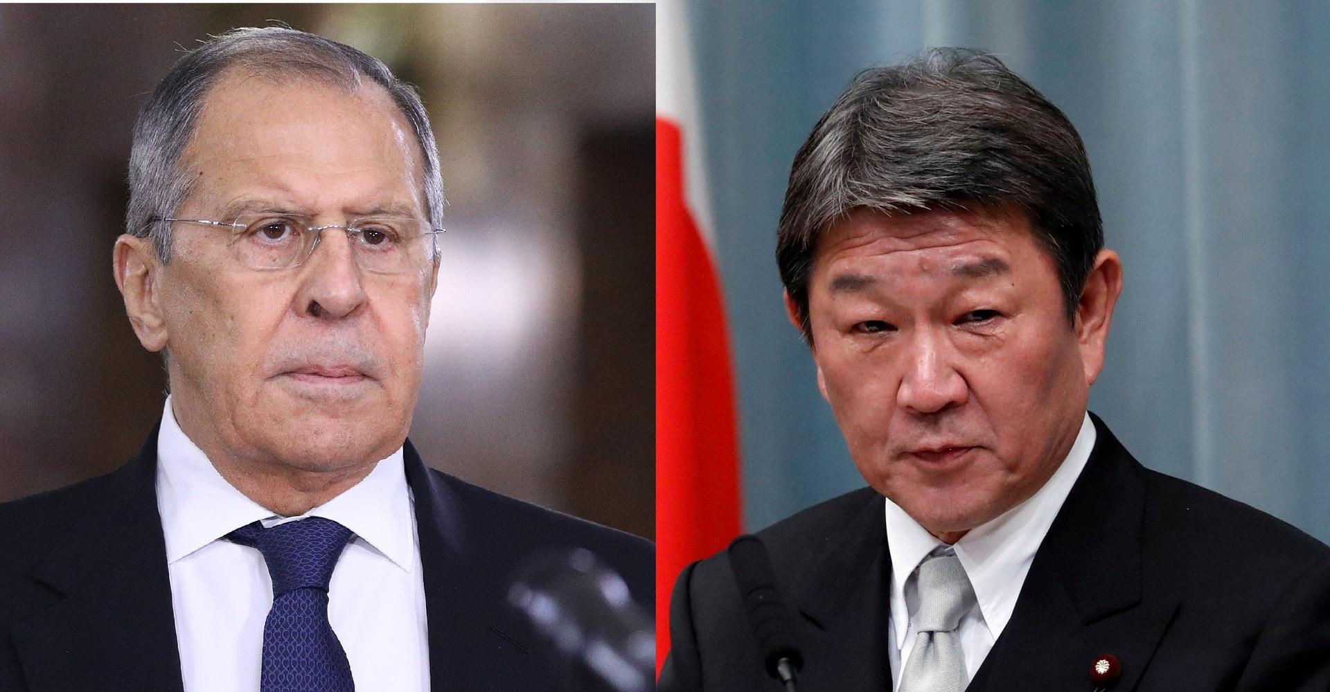 وزيرا الخارجية الروسي سيرغي لافروف (على اليسار) والياباني توشيميتسو موتيغي