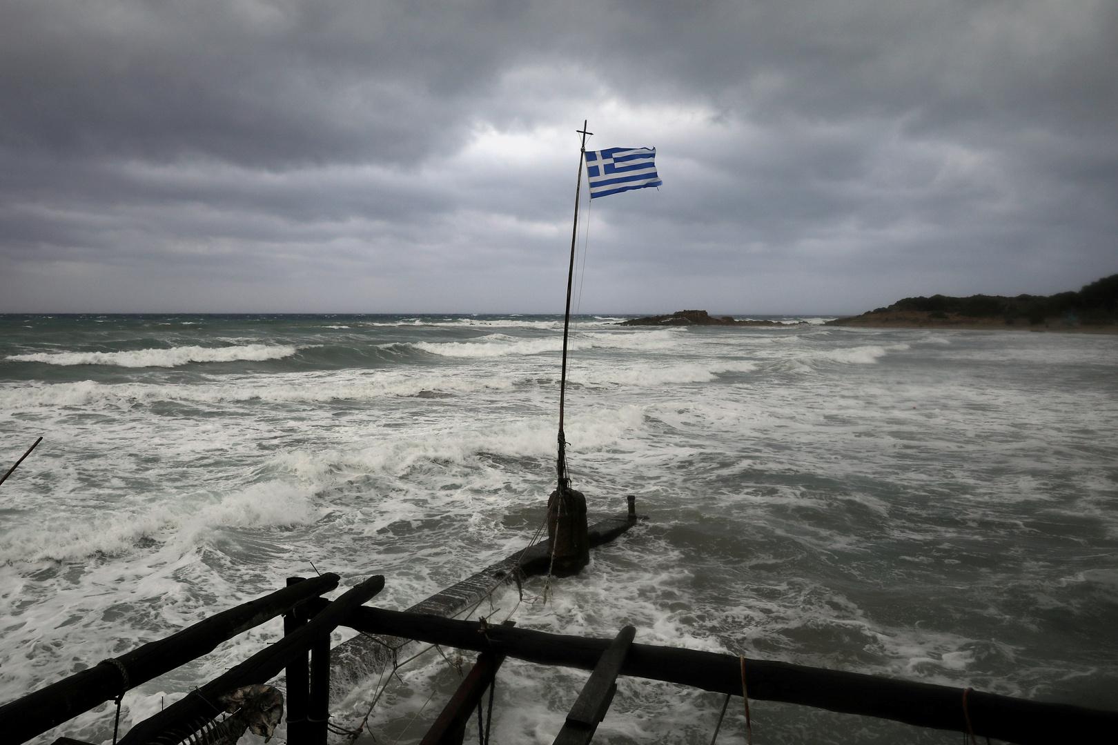 غرق سفينة بريطانية على متنها 17 شخصا قبالة جزيرة يونانية