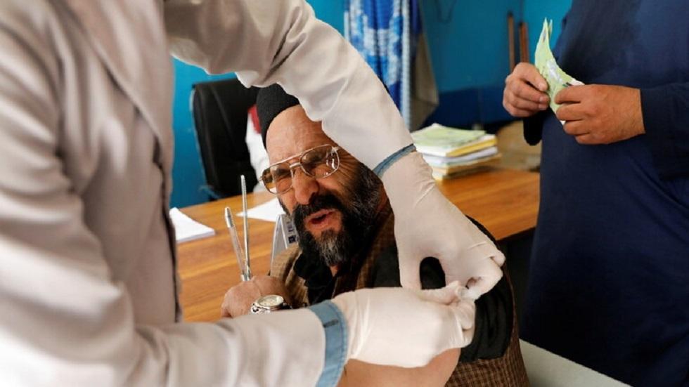 طالبان تحظر التطعيم ضد كورونا