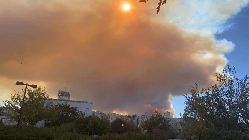 حريق ضخم في القدس وإسرائيل تجلي المستوطنين (فيديو)
