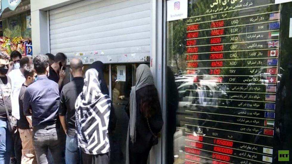 تأثر أسعار الصرف في إيران بالوضع السياسي