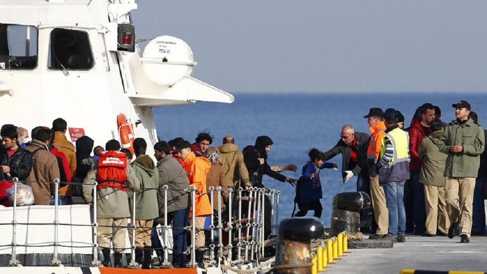 خفر السواحل التركي ينقذ 18 طالب لجوء من الغرق